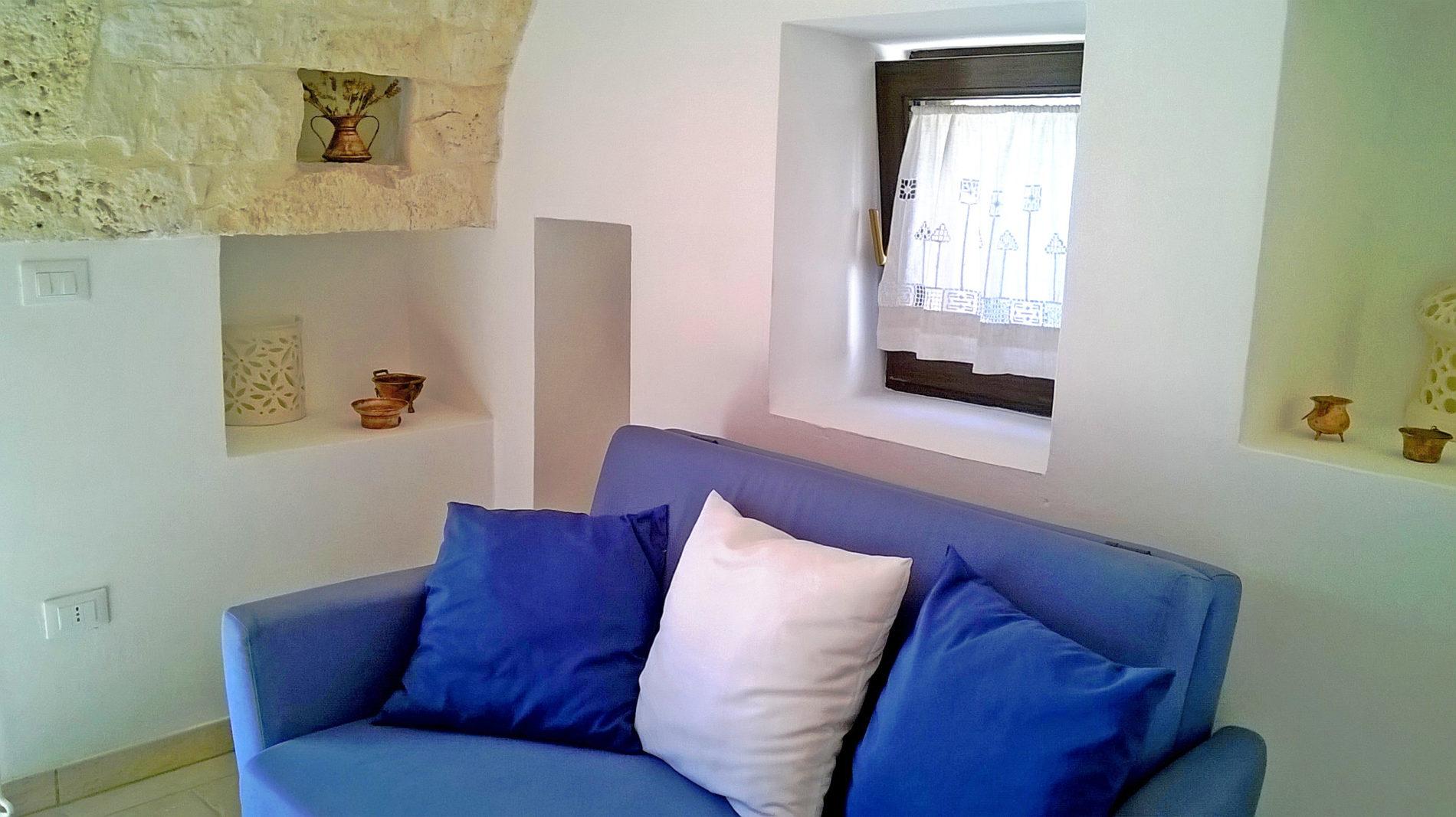 il divano letto del piccolo salotto